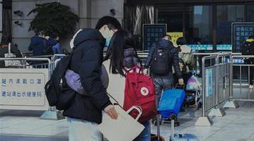 武汉百万大学生开始陆续返乡