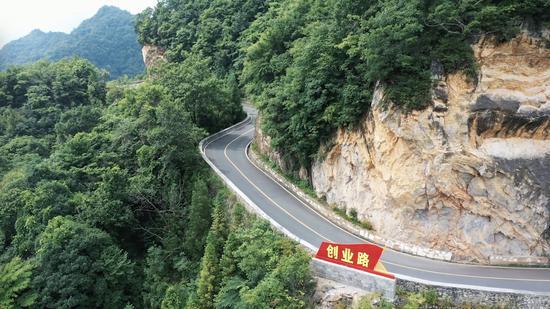 《是这个理》:山沟沟里的中国道路