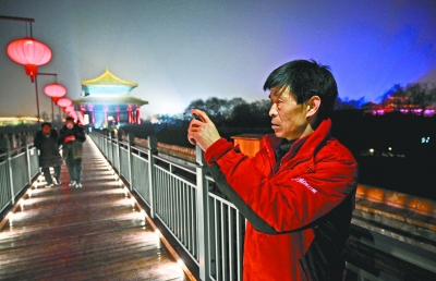 负责给故宫片区送货的快递员杨红义受邀参观故宫