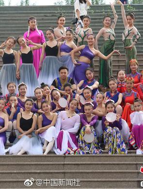 高校专业36个女生陪1个男生上课