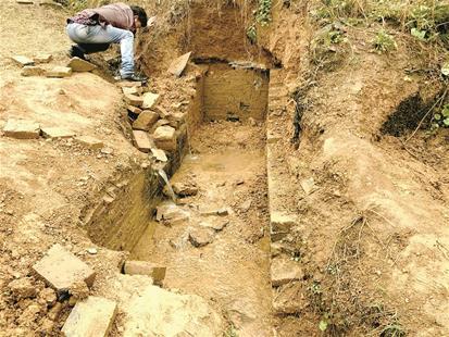 图为被盗挖的宋代墓