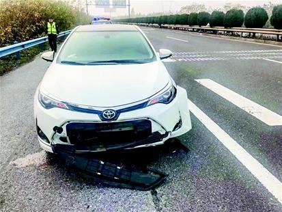 图为:受损车辆