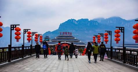 大年初一,游客在景区旅游过年迎新春