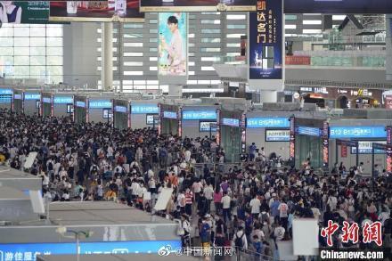 全国铁路迎返程高峰 10月6日预计发送旅客1155万人次