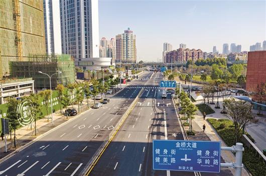图为:即将通车的和谐大道(望湖路—金桥大道)路段 楚天都市报记者宋枕涛摄