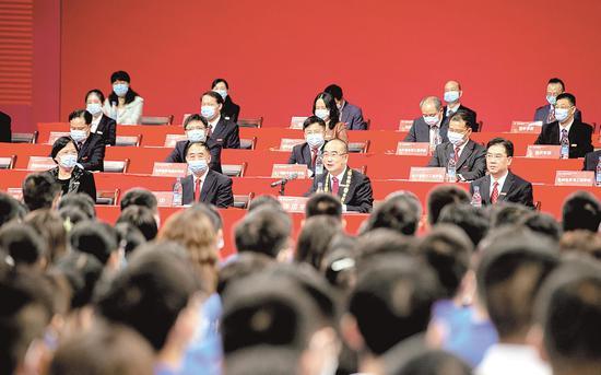 张定宇在华中科技大学2020级本科生开学典礼暨抗疫精神宣讲报告会上寄语新生