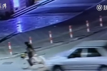 骑车老人被卷车底 拖行1公里后身亡