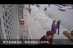 民警抓小偷巧遇消防员:兄弟帮我抓住他