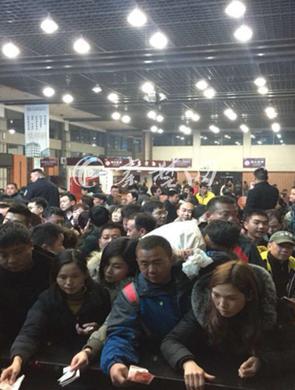 武当山景区凌晨三点半开始售票迎客
