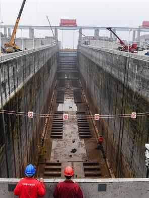 长江三峡工程南线船闸停航检修