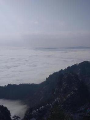 武当山现云海景观 宛若仙境蔚为壮观