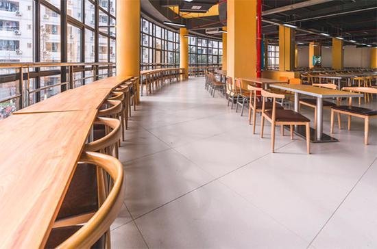 改造后的食堂就餐区。
