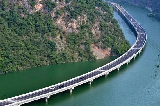 """被称为最美""""水上公路的""""古昭公路"""