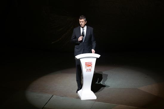 国际篮联体育竞赛部主任伯格萨夫耶夫 (陈智通 摄)