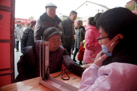 为居民测量血压