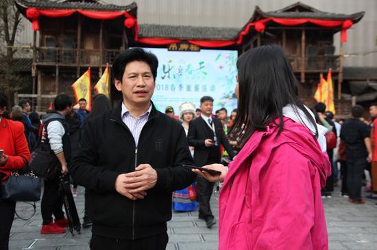 恩施州旅游委副主任胡福先接受采访
