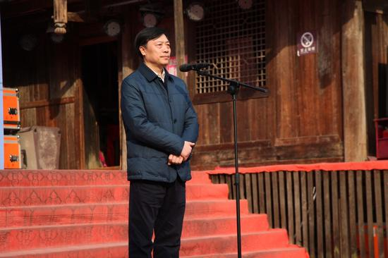 恩施市人大常委会主任刘凡宣布乐享春天品味恩施2018春季旅游活动正式开始