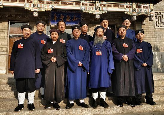 2018全国两会的道教界政协委员合影