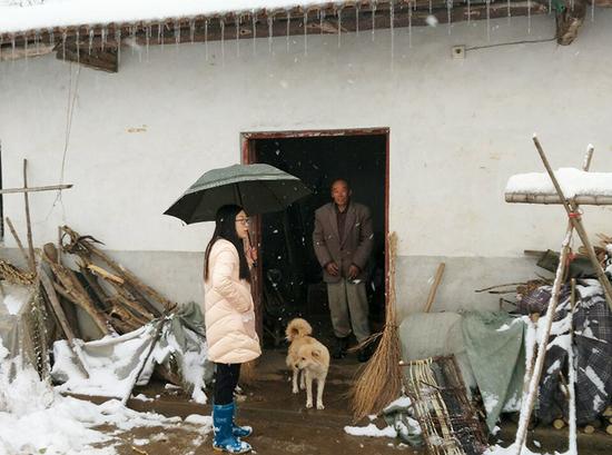 王义贞镇党员干部深入贫困户家中开展巡查、走访,排除各类安全隐患