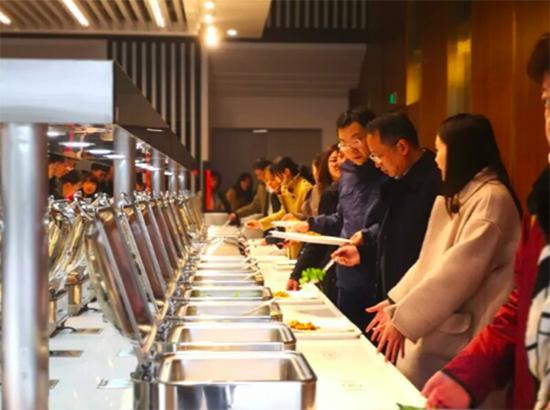 浙大食堂自助餐。