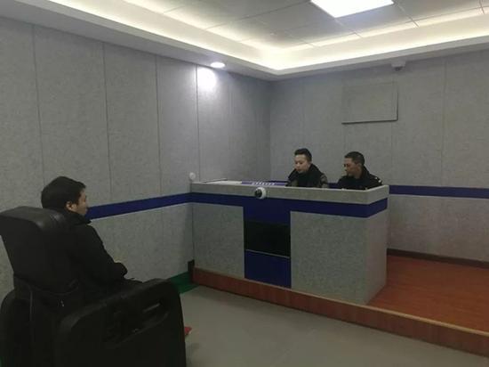 运营者接受警方讯问。