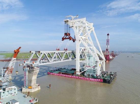 正在建设中的孟加拉国帕德玛大桥。 新华社发