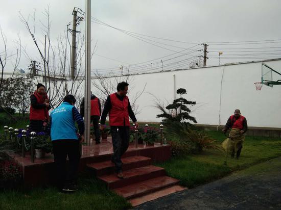 紫阳公园志愿者学雷锋走进武昌消防中队