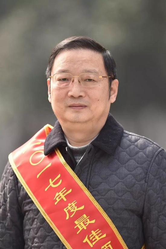 徐斌市公交集团原董事长、党委书记,现任市交通运输委党组书记,市物流局局长