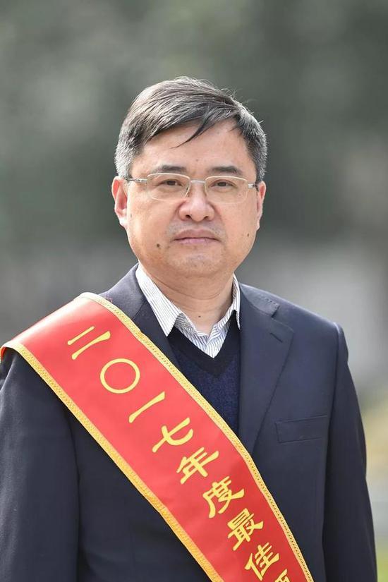黄松如市人社局局长、党组书记,市委组织部副部长(兼),市公务员局局长(兼)