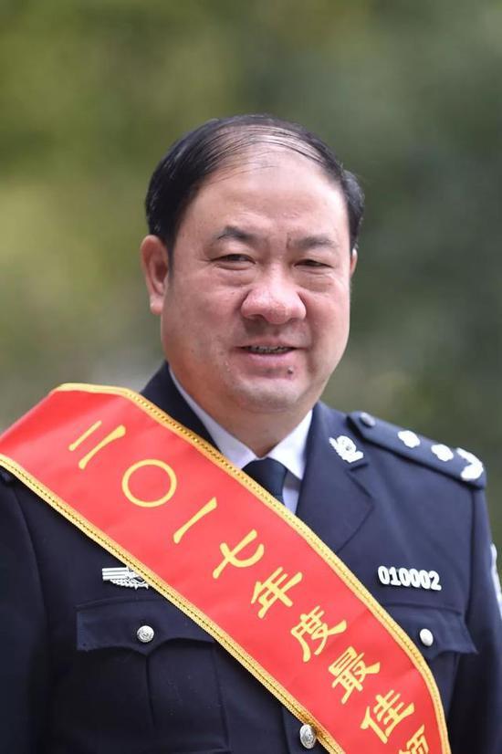 夏建中市公安局副局长、党委副书记(正局级)