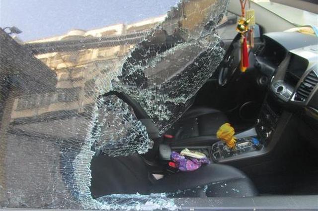 随州一小伙为打赏网络女主播 砸车30余辆盗窃财物