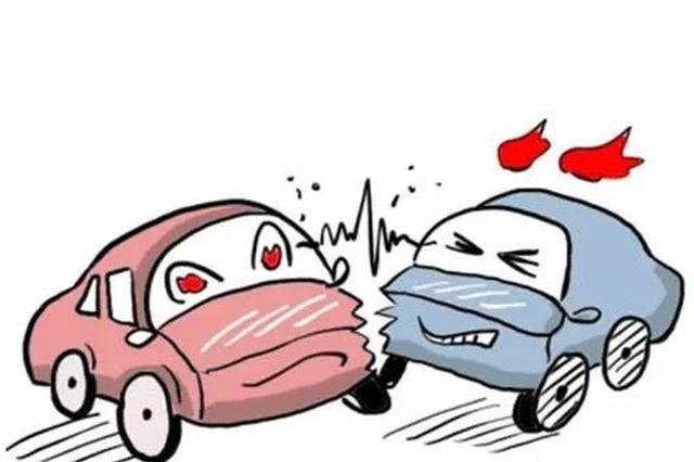 男子高速上走错路口车被追尾 停在原地争吵又被追尾