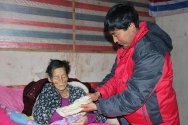 孝子辞职回乡照顾重病母亲14年 省吃俭用打三份工