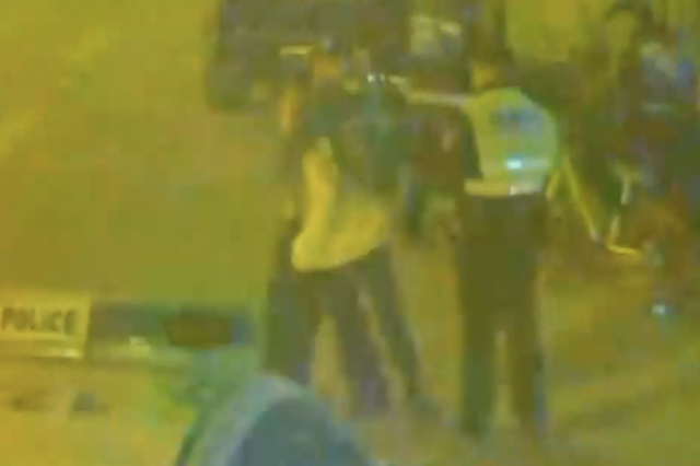 武汉男子醉驾向保安挥刀 女友阻挠民警抢执法记录仪