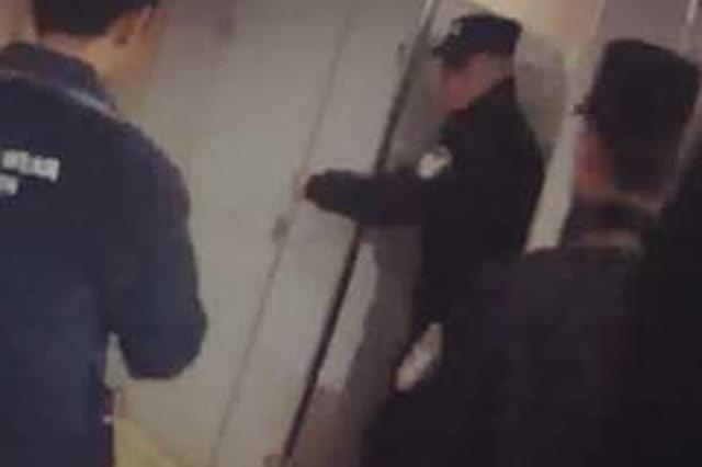 恩施少女厕所内割腕轻生 民警踹门救人狂奔400米送医