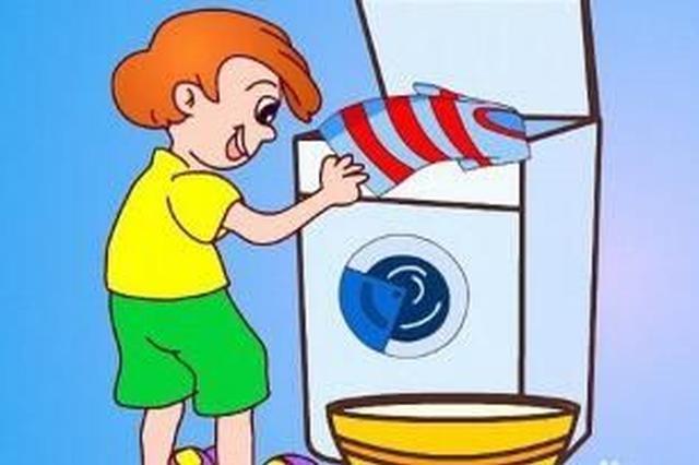 """6岁男孩好奇洗衣机原理 伸手舀水被""""扭断""""胳膊"""