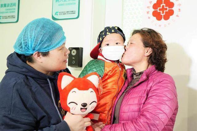 无菌移植舱度过29天 2岁男童佑佑回家过年