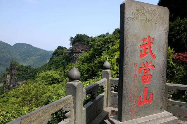 湖北25个景区接待31.58万游客 旅游综合收入7443万