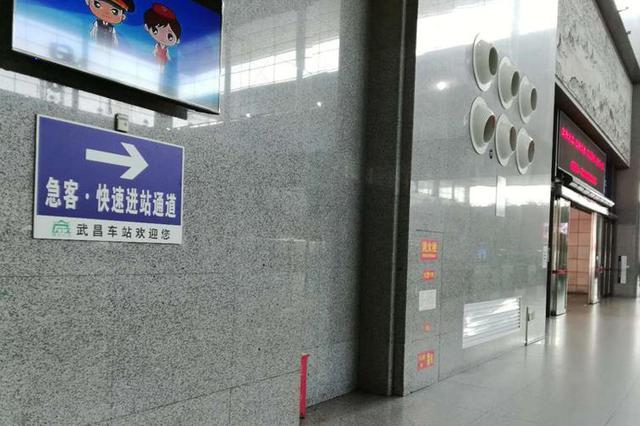 武汉三大火车站客流井喷 预计返程高峰还将持续2天