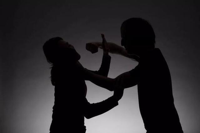 湖北一女子过年回娘家发万元红包遭老公暴打
