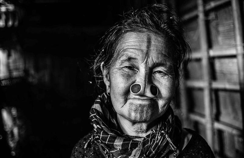 印度部落女性木塞塞鼻子变丑防止被劫掠