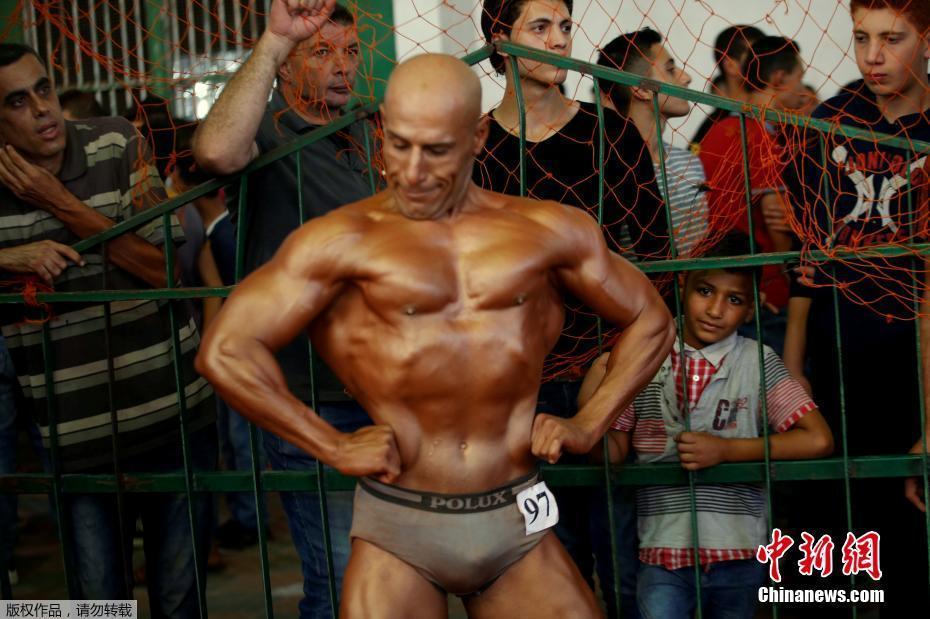 巴勒斯坦举办健美活动 肌肉猛男亮相舞台