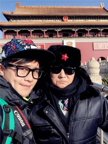 趁着出差,杰西带爷爷来了趟北京,这是丁炳才向往的地方。