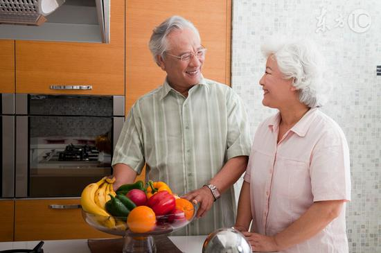 身体健康的老人选择零食可以多样化。