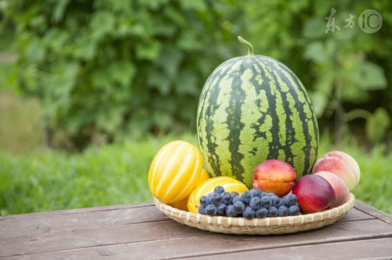 西瓜和桃一起吃会中毒?