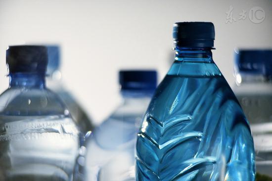 喝瓶装水可致癌?专家说这是谣言!