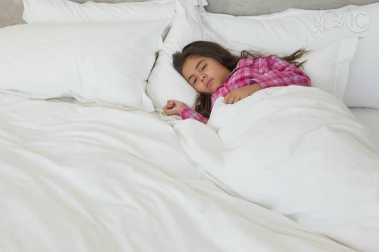 孩子睡不够容易胖