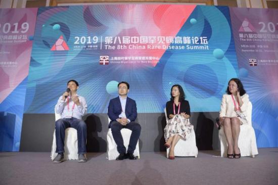 大会讨论环节 (左起:吕晖、李涛、李玮、Wendy CHUNG)