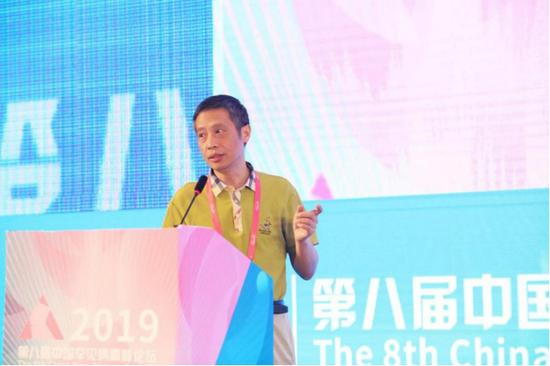 李斌,教授,华中科技大学同济医学院附属同济医院眼科主任