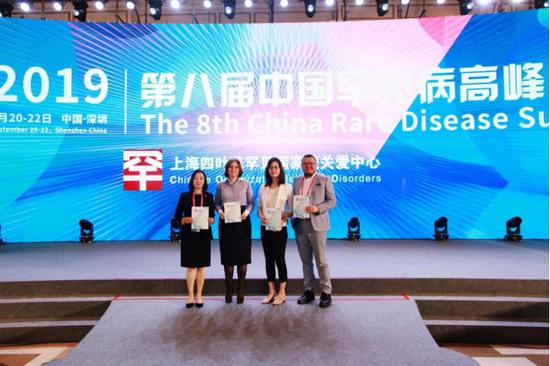 嘉宾合影,左起:Yan zhenni、 Irina Efimenko、田大蓉、王铮